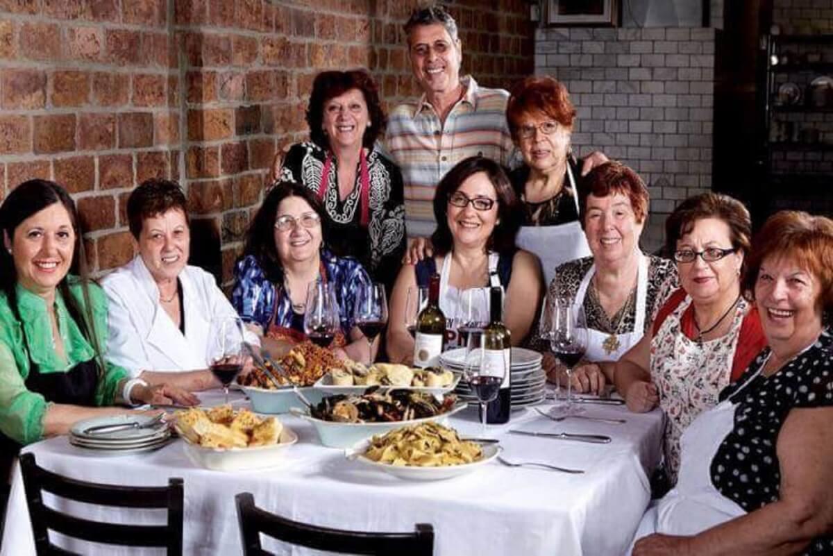restaurante decidiu contratar avos e agora tem a melhor comida caseira1 - Restaurante contrata avós para cozinhar a melhor comida caseira que existe