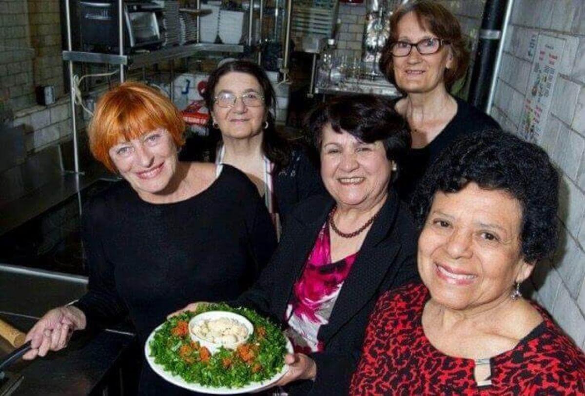 restaurante decidiu contratar avos e agora tem a melhor comida caseira2 - Restaurante contrata avós para cozinhar a melhor comida caseira que existe
